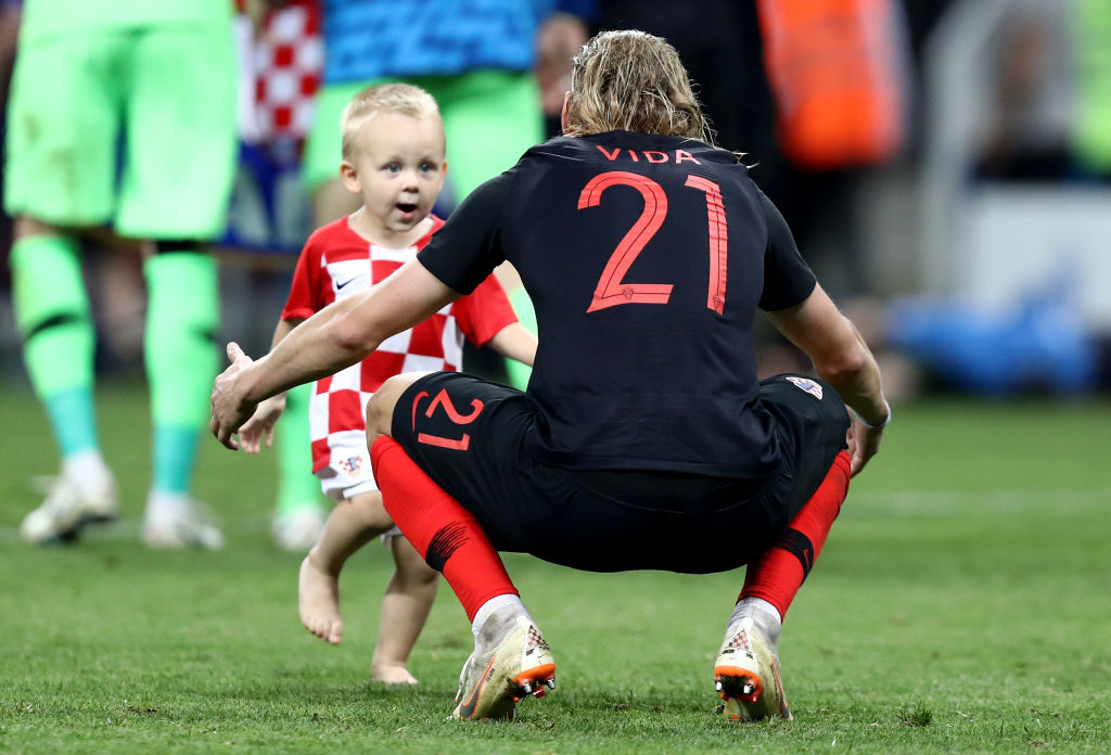 MOSCOW, RUSSIA - JULY 11: Domagoj Vida of Croatia celebrates victory following the 2018 FIFA World Cup Russia Semi Final match between England and Croatia at Luzhniki Stadium on July 11, 2018 in Moscow, Russia. (Photo by Ryan Pierse/Getty Images) Croácia